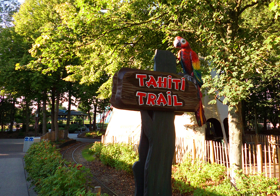 "Schild zum Indoorplaground ""Tahiti Trail"" im Hansa Park"
