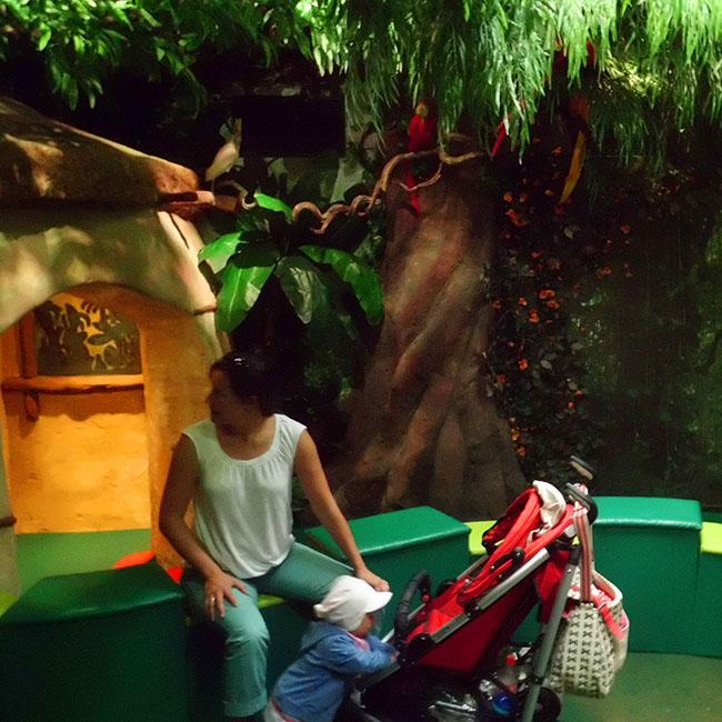 Eltern und Kleinkindbereich im Indoor Spielplatz im Hansa Park