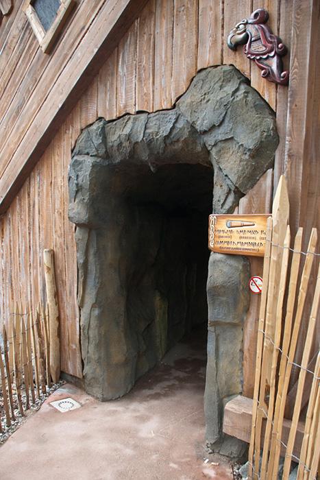 Eingang zur Höhle für Die Schlange von Midgard im Hansa Park